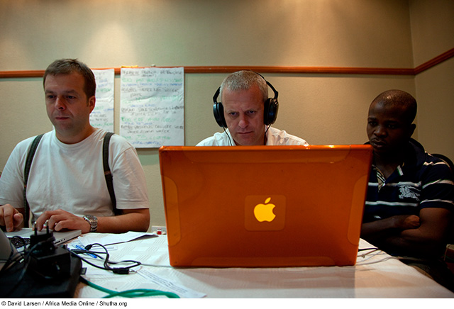 D J Clark (centre) assisting Nigerian photographer, Adolphus Opara (right), at a multimedia workshop run in Lusaka, Zambia by World Press Photo as part of the Twenty Ten project.